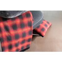 Kissen LINA aus recycled Wolle Karo schwarz/rot 45 x 45